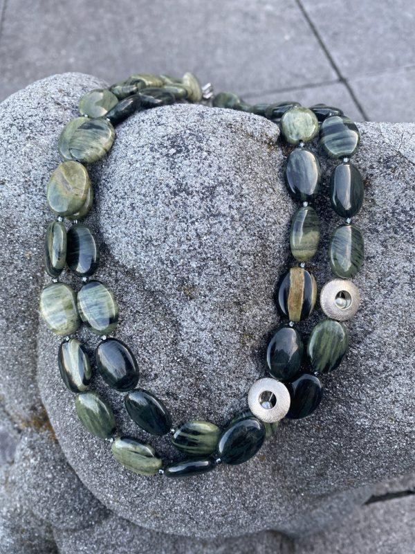 2-reihiges Collier aus grünem Jaspis und Silber